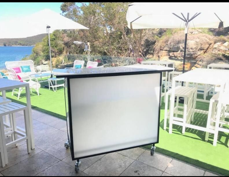 Juice Mobile Bar Counter With Ice Bin / Wine Rack Folding For Weddding Events