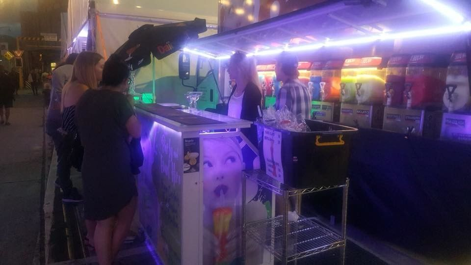 Restaurant / Hotel Night Mobile Bar Counter Commercial Portable With Wheel
